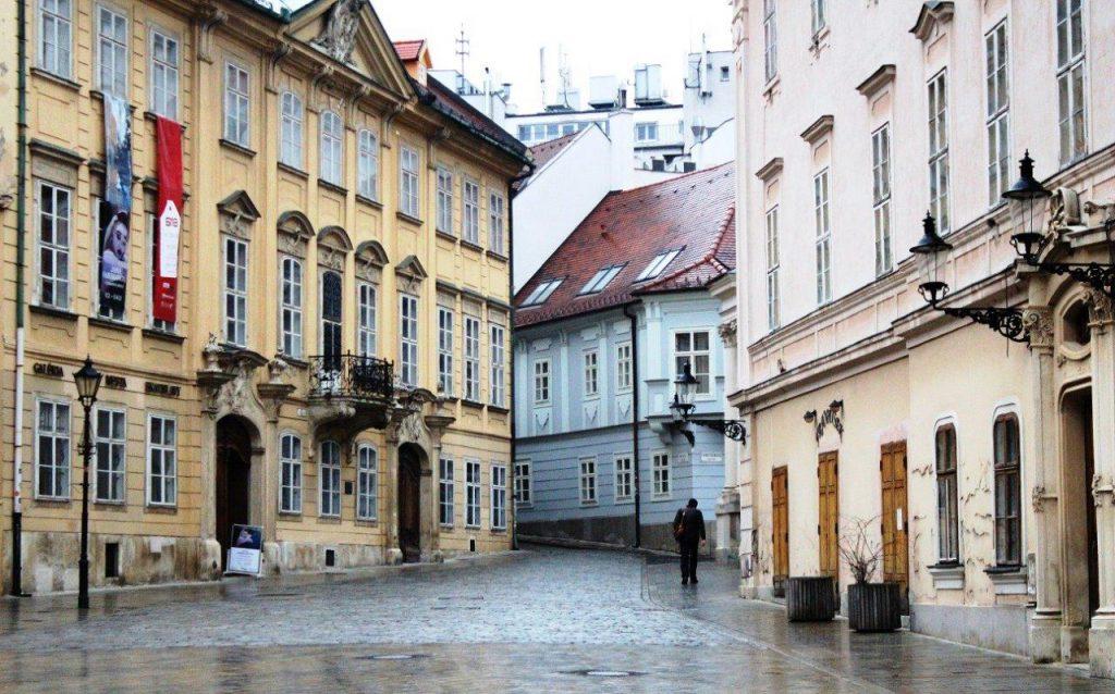 Slovak Cumhuriyeti Yurtdışı Kargo Gönderimi - Evrak | Koli | Numune